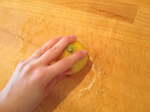 como-limpiar-tablas-de-cortar-de-madera-04-480x360