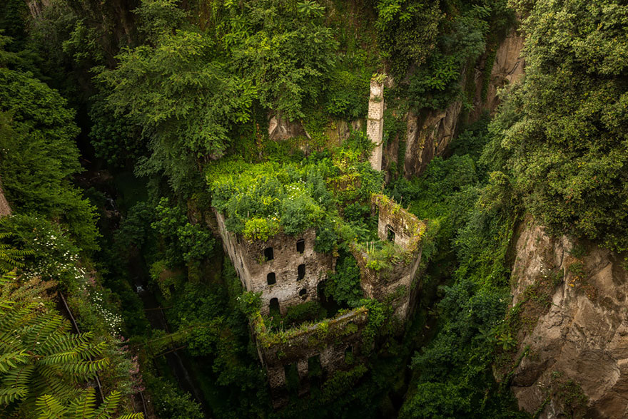 nature-reclaiming-abandoned-places-19
