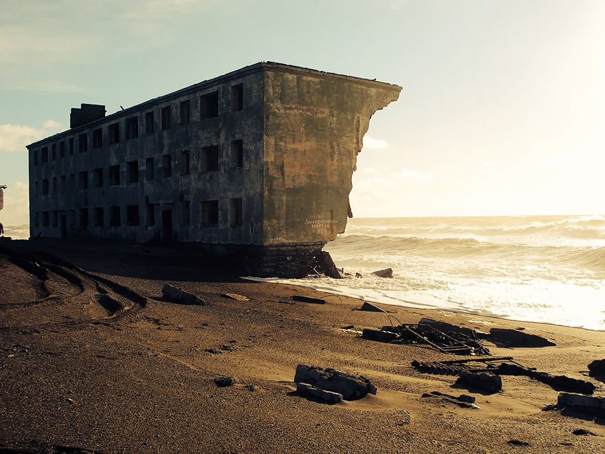 nature-reclaiming-abandoned-places-30
