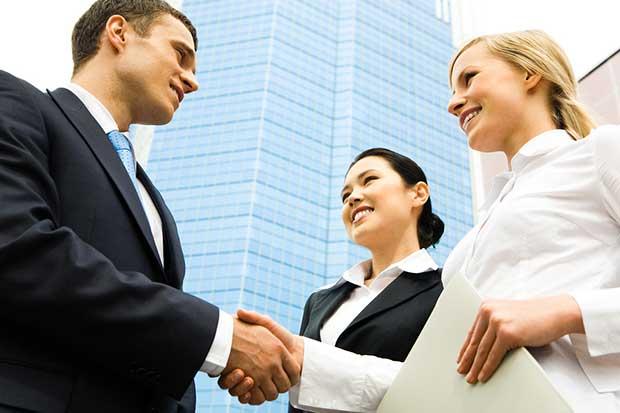 stakeholder-meeting-handshake