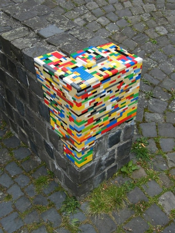 street_art_86_lego-600x799