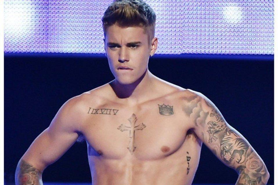 Justin-Bieber-mirando-fijament_54414865401_54028874188_960_639