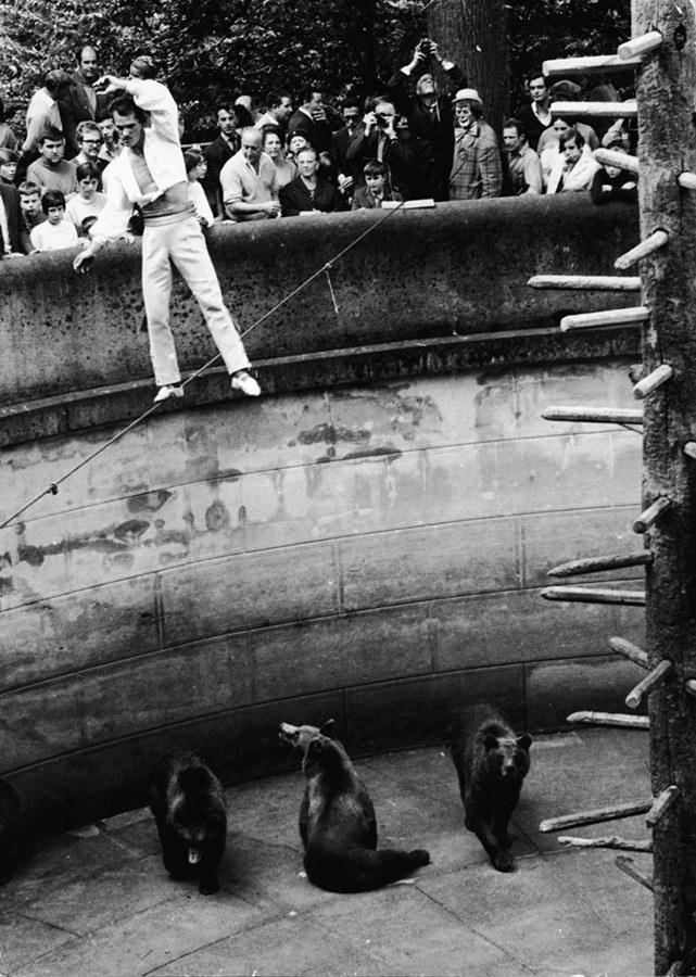 22 imágenes de acrobacias y circos antiguos que no creerás!