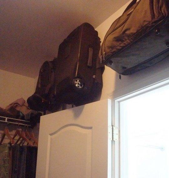 ideas de almacenamiento de mochila para el hogar 51 Trucos Para Almacenar Objetos En Tu Casa Sin Utilizar