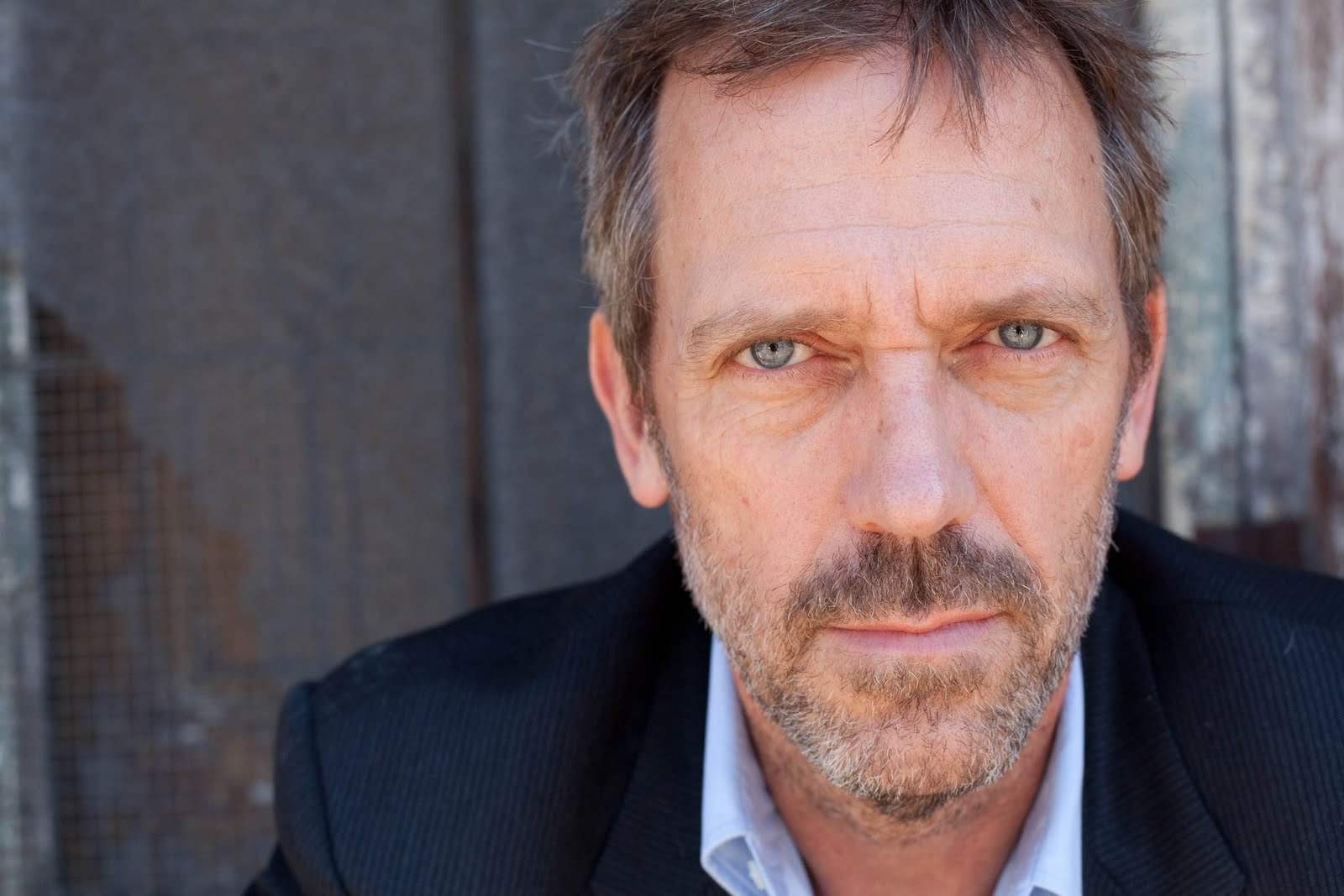 Hugh-Laurie-Photoshoot-Let-Them-Talk-large-version-hugh-laurie-22079904-1600-1067