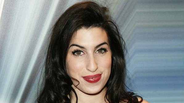 amy-winehouse-20040112-05-size-598