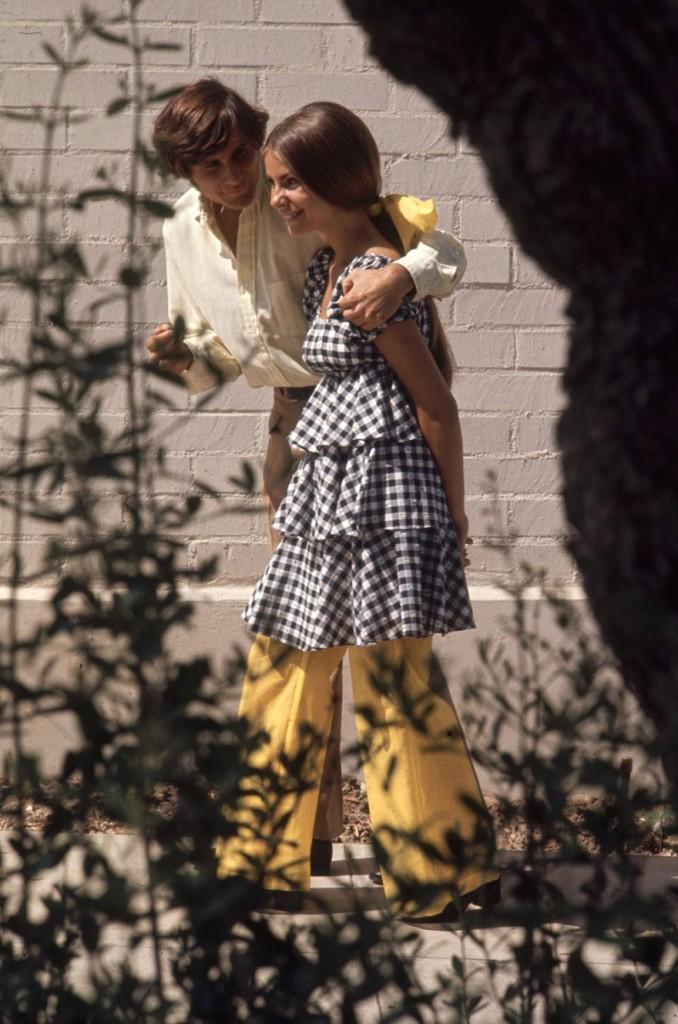 1969-hippie-high-school-fashion-photography-2