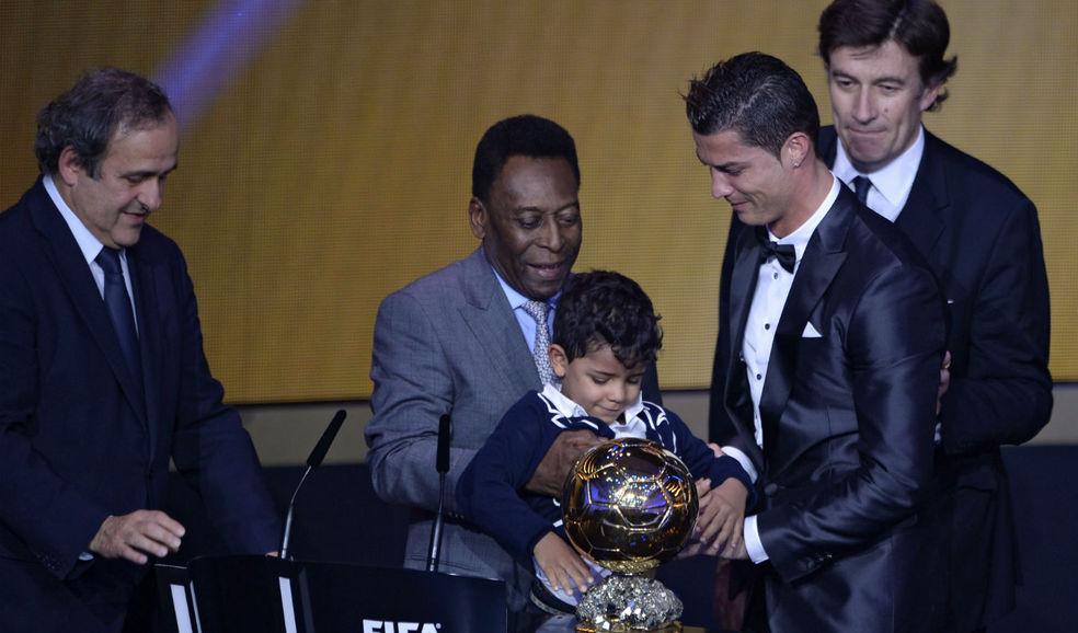 Cristiano_Ronaldo-Balon_de_oro_ALDIMA20140113_0024_3