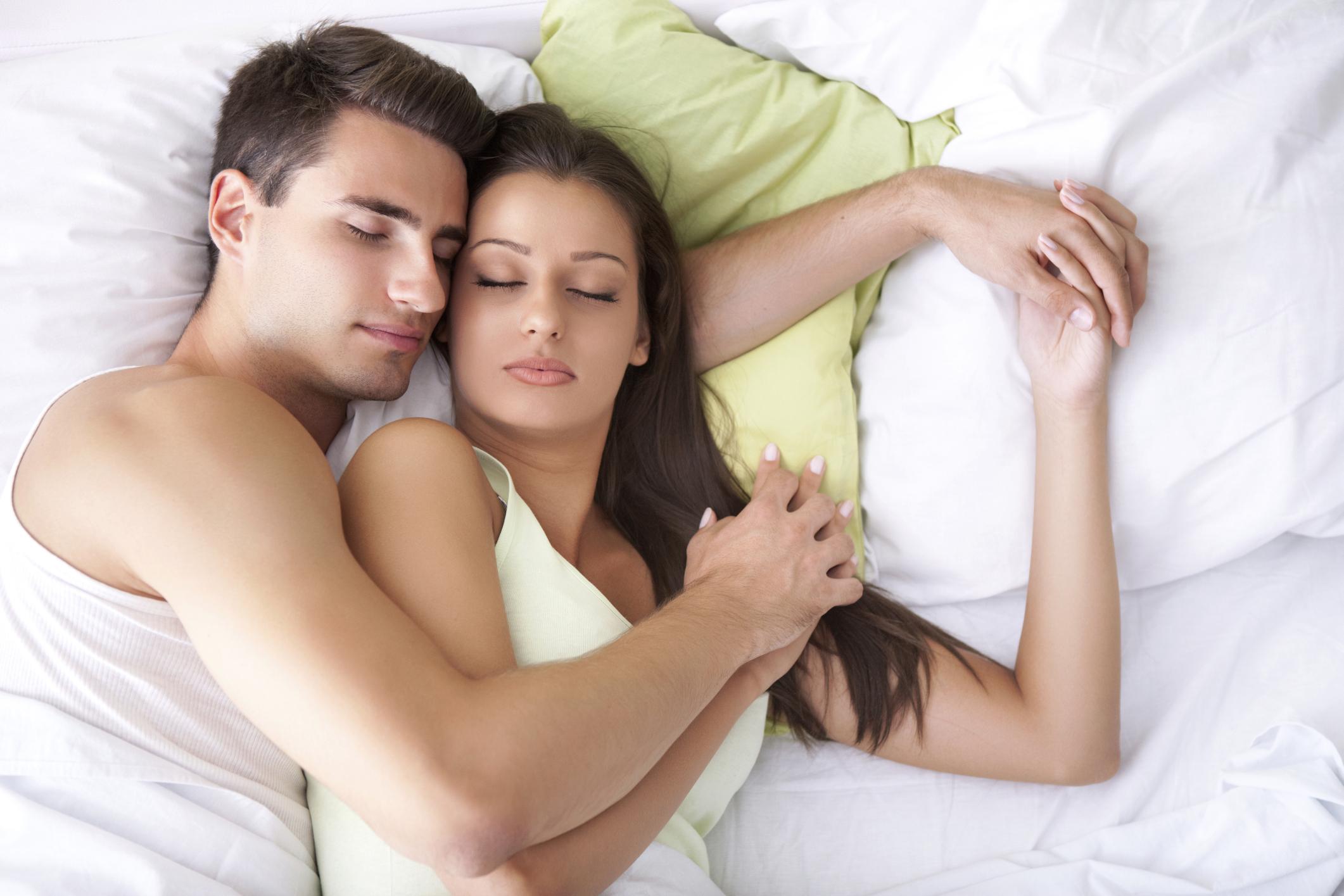 Posiciones-para-dormir-en-pareja1