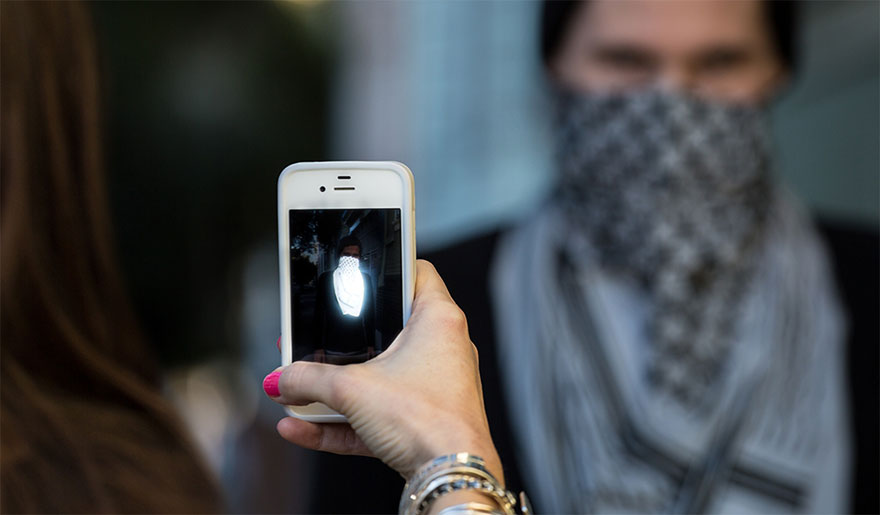 anti-paparazzi-clothing-chris-holmes-11