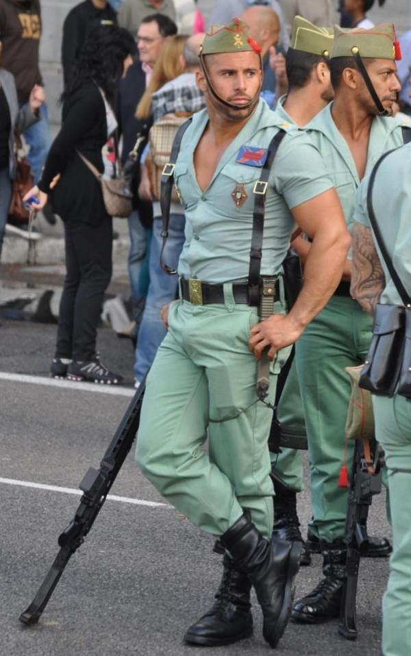 extraño militar gay