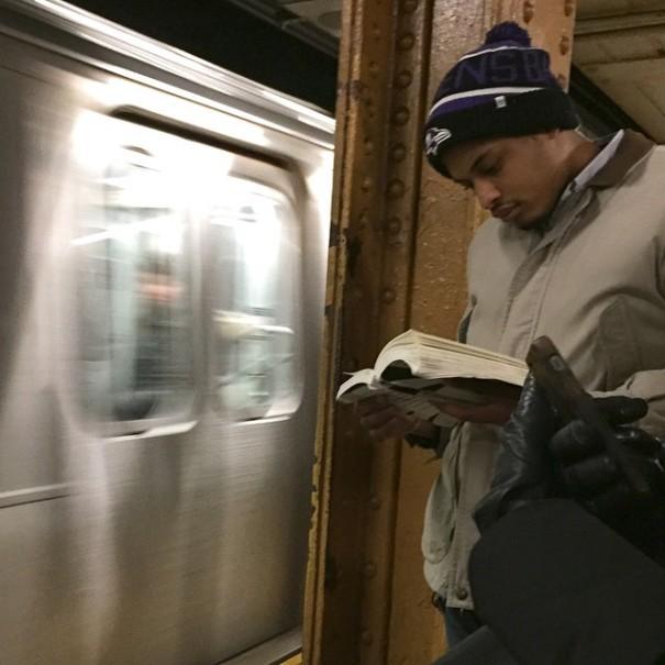 hot-dudes-reading-books-instagram-3-605x605
