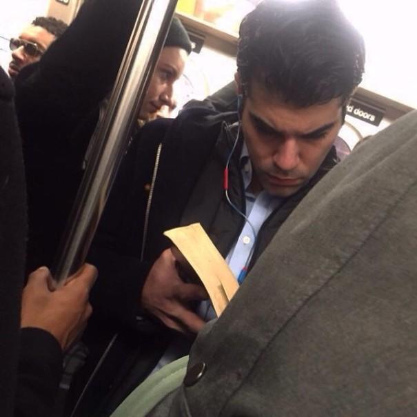 hot-dudes-reading-books-instagram-6-605x605