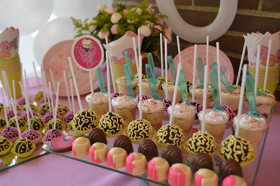 20 mesas de dulces que deber as tener en tu fiesta sin for Ideas para mesas de chuches