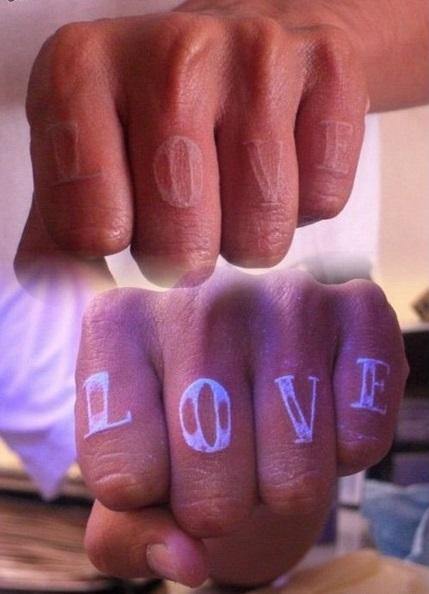 los-9-tatuajes-fluorescentes-mas-originales-que-brillan-en-la-oscuridad_2