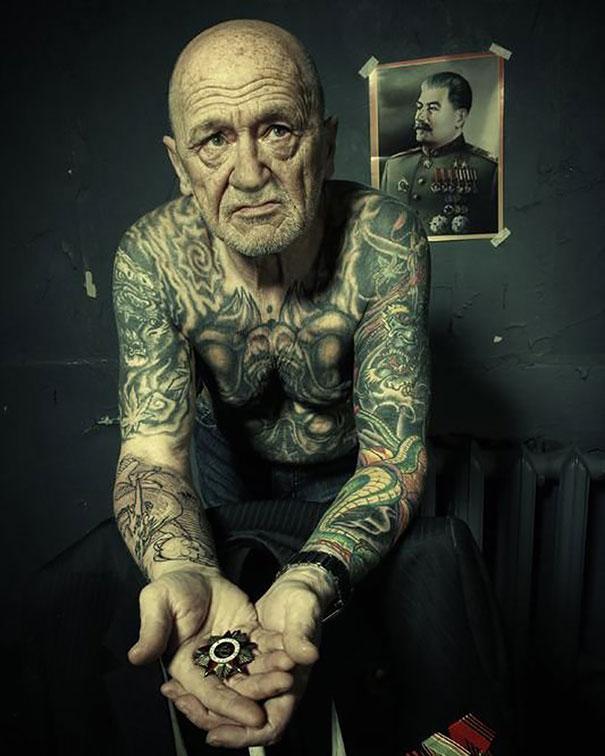 tattooed-elderly-people-22__605