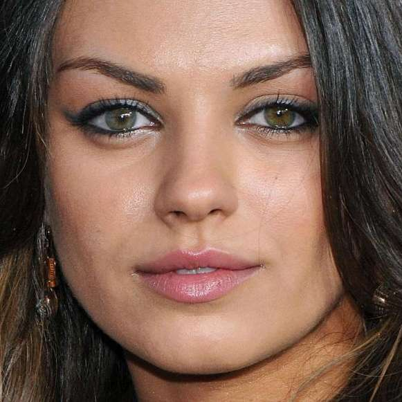 Mila-Kunis-Heterochromia