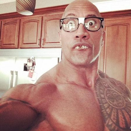 dwayne_the_rock_johnson_celebrity_selfie_19nt7cm-19nt7lh