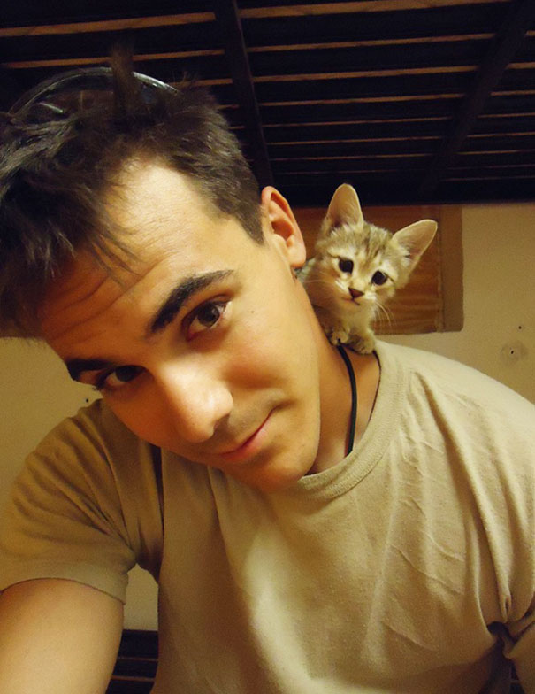 soldier-with-pet-12__605