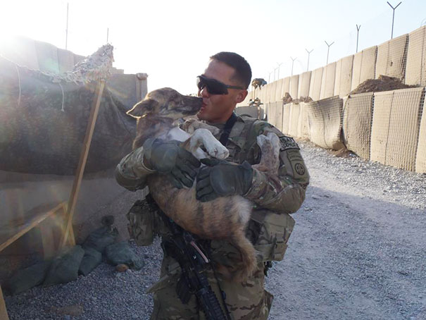 soldier-with-pet-17__605