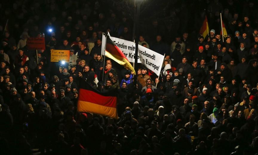 2014-12-12T182915Z_2_LYNXMPEABB0LA_RTROPTP_4_GERMANY-POLITICS