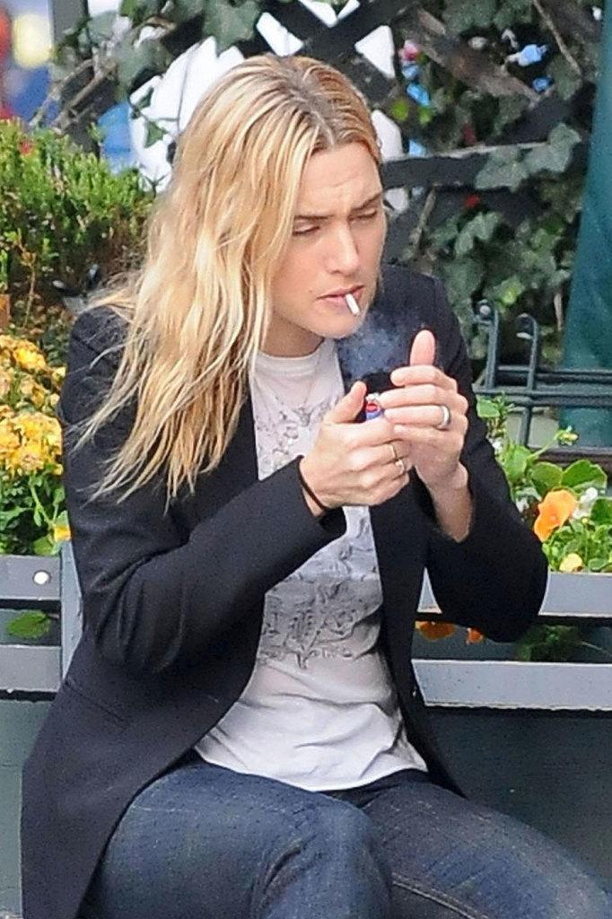 Smoking_KateWinselt-682x1024
