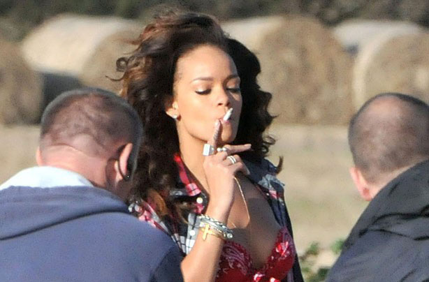Smoking_Rihanna