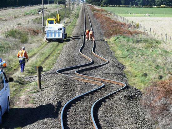 fotos11-vias-de-tren-despues-de-un-terremoto-en-new-zelanda