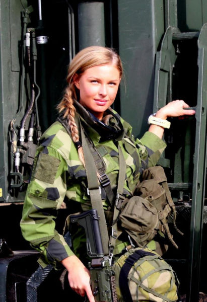gorgeous_army_girls_who_are_strong_and_sexy_in_combat_gear_640_12