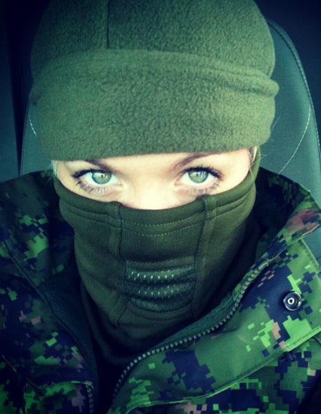 gorgeous_army_girls_who_are_strong_and_sexy_in_combat_gear_640_40