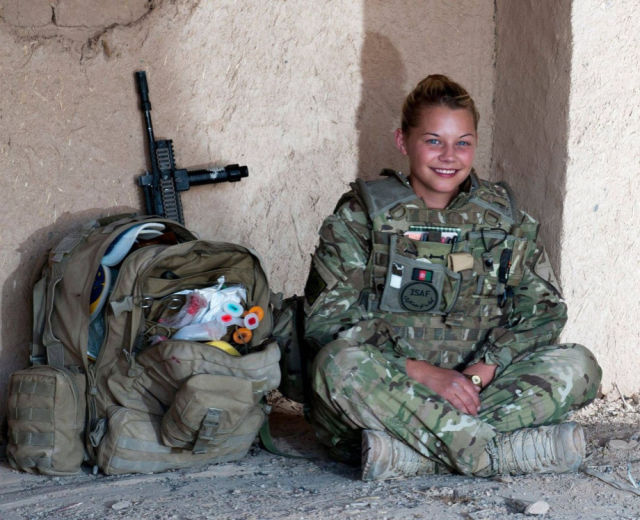 gorgeous_army_girls_who_are_strong_and_sexy_in_combat_gear_640_71