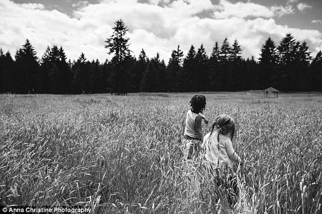 la-hija-biologica-y-su-hermana-adoptiva-11
