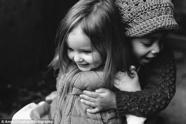 la-hija-biologica-y-su-hermana-adoptiva-15