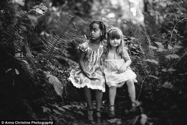 la-hija-biologica-y-su-hermana-adoptiva-3