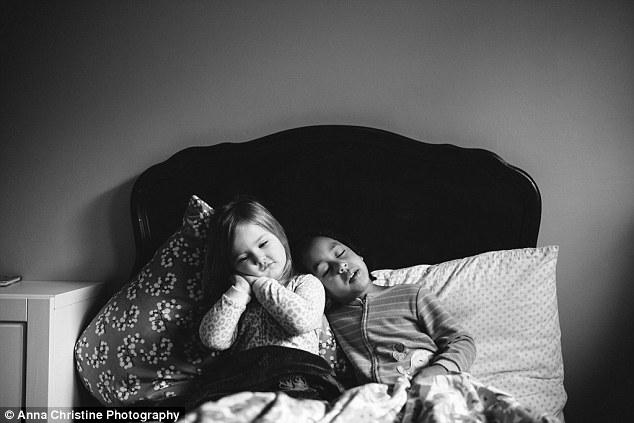 la-hija-biologica-y-su-hermana-adoptiva-4
