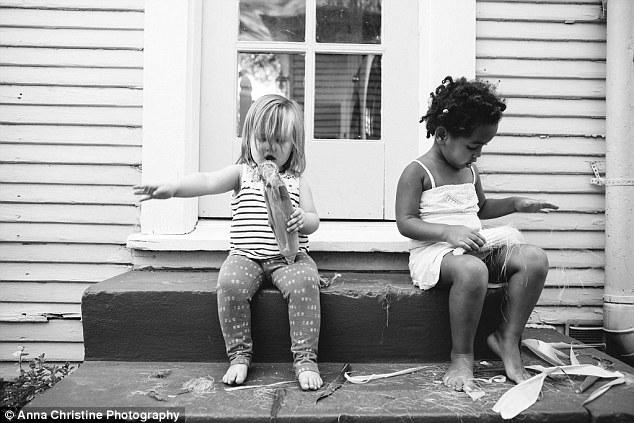 la-hija-biologica-y-su-hermana-adoptiva-5
