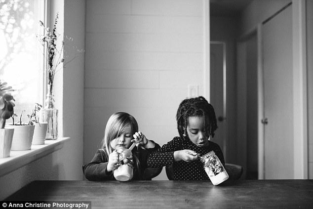 la-hija-biologica-y-su-hermana-adoptiva-6