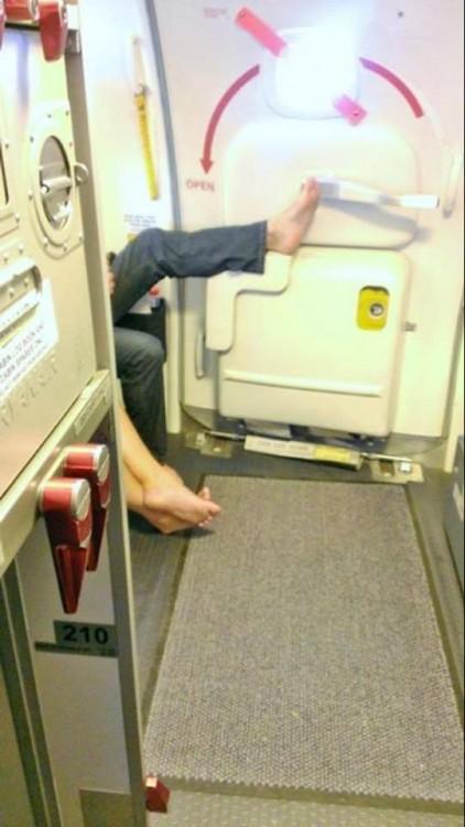 20-pasajeros-de-avión-que-perdieron-la-vergüenza-4-422x750