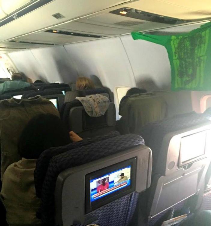 20-pasajeros-que-han-perdido-totalmente-la-verguenza-en-el-avion-21-703x750