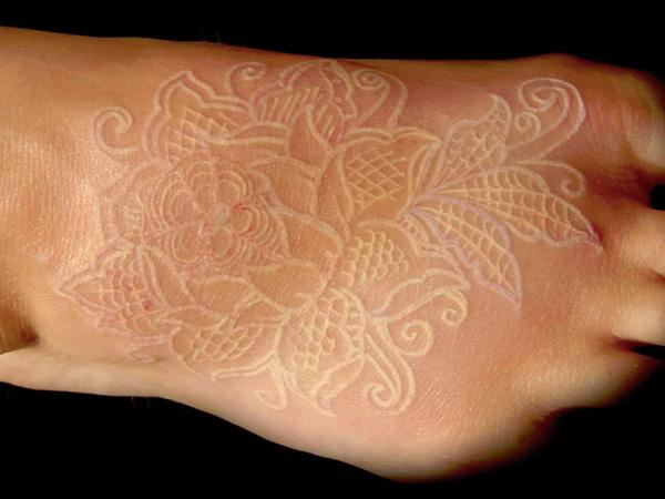 Tatuajes-tinta-blanca-18