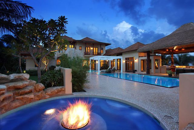 a_seafront_mansion_with_an_awesome_water_themed_interior_640_07