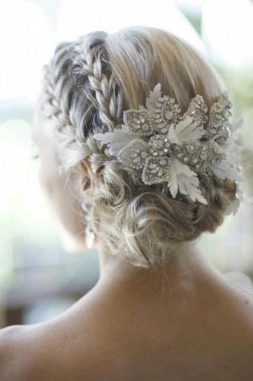 cabello-recogido-en-trenzas-de-inspiracion-romantica