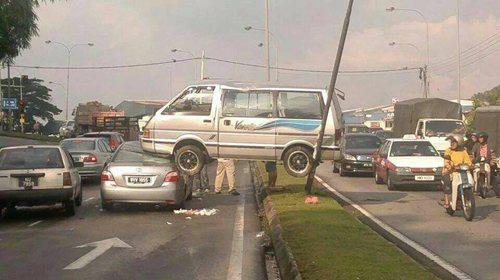 car-accidents-pole-van