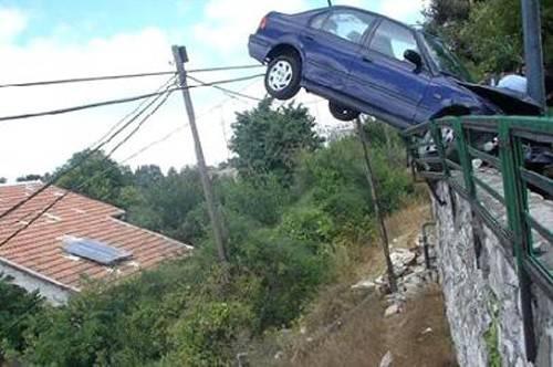 car-accidents-rail-hang