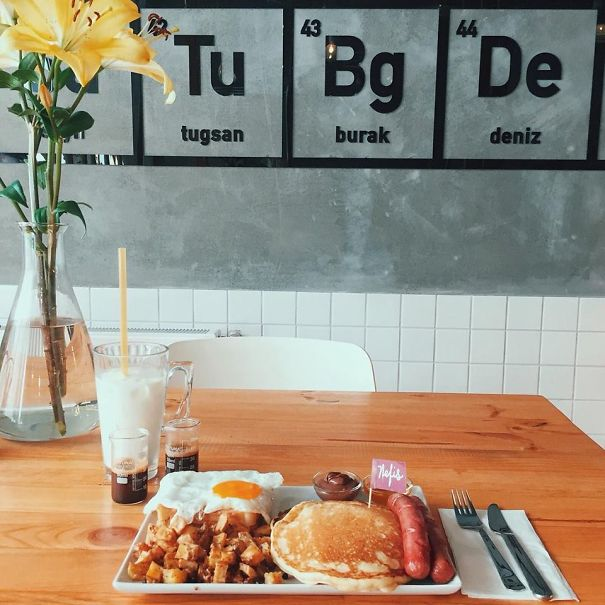 Breaking-Bad-themed-coffee-shop-in-Istanbul14__605