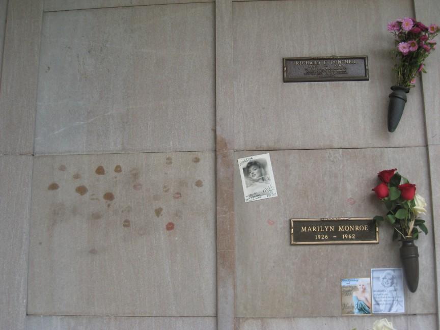 Una-cripta-justo-encima-de-la-de-Marilyn-Monroe-4.6-millones-de-dólares