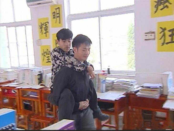 Xie-Xu-estudiante-que-ayuda-a-su-mejor-amigo-730x550