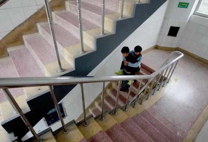 Xie-el-estudiante-que-ha-cargado-durante-3-años-a-su-amigo-11-730x499