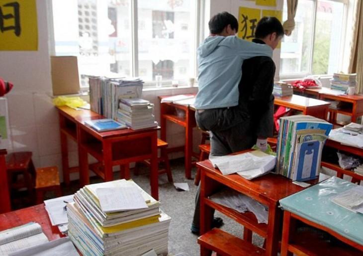 Xie-el-estudiante-que-ha-cargado-durante-3-años-a-su-amigo-4-730x514