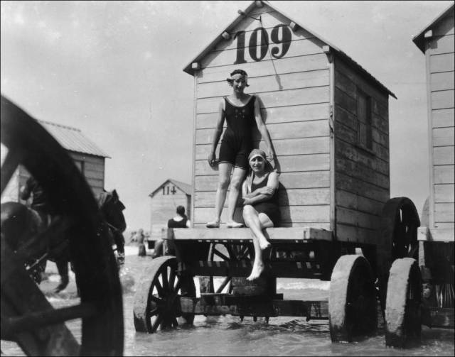 what_a_day_on_the_beach_looked_like_100_years_ago_640_06
